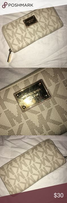 Michael Kors wallet Michael Kors wallet. White. Used but still in great condition. MICHAEL Michael Kors Bags Wallets