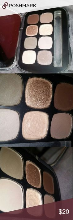 Bare Minerals Eyeshadow Palette The shade magnate is missing about half due to me dropping it, pan isn't visible! All other colors have only been swatched Does not come with brush bareMinerals Makeup Eyeshadow