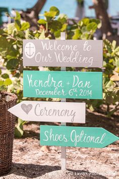 Welcome to our wedding Beach Wedding Sign, Shoes Optional Beach Sign, Mr. and Mrs. Wedding Sign von iDecor4you auf Etsy https://www.etsy.com/de/listing/218405109/welcome-to-our-wedding-beach-wedding
