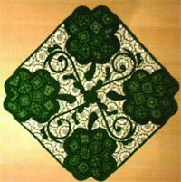 Shamrocks Table Mat/Wallhanging Pattern by Quilted Garden at KayeWood.com. Stacked applique, swirlies, leaves and bias binding wrap up this sweet table topper. Applique while quilting makes this a super fast project ~ need a housewarming gift? http://www.kayewood.com/item/Shamrocks_Table_Mat_Wallhanging_Pattern/3834 $11.50