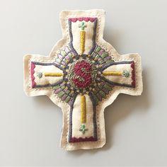 旦那さまからご依頼頂き、奥さまのお誕生日プレゼントをつくらせていただきました  ご家族や、旦那さまの気持ちがとっても優しくて、わたしまでシアワセな気持ちになりました  おめでとうございます🎊  #embroidery #embroidery  #broderie #handembroidery  #ordermade #刺繍 #手刺繍 #刺繍のエンブレム #なまえかお  #Regram via @itosigoto Embroidery Patches, Embroidery Patterns, Hand Embroidery, Sewing Hacks, Sewing Tips, Clothing Patches, Heirloom Sewing, Cross Stitch Charts, Needle And Thread