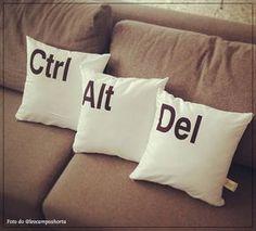 Wishlist: almofadas! » Chata de Galocha! | Lu Ferreira Funny Throw Pillows, Toss Pillows, Bed Pillows, Geek Decor, Diy Fan, Target Home Decor, Deco Design, Studio Design, Diy Pallet Projects