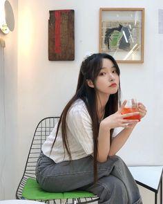 Korean Girl Photo, Korean Boy, Ulzzang Korean Girl, Korean Couple, Korean Girl Fashion, Korea Fashion, Pretty Korean Girls, Cute Korean Girl, Cute Asian Girls