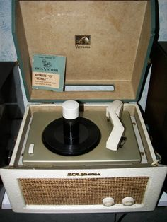 RCA Model 8-EY-31 45 rpm suitcase record player
