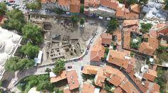 Kütahya'da tarihi hamam ve mescit bulundu.   Kütahya'da yürütülen kazı çalışmalarında Germiyanoğulları dönemine ait tarihi hamam ve mescit bulundu. Börekçiler Mahallesi'nde tarihi Ulu cami avlusunun arka kısmında bulunan tarihi hamamın açığa çıkartılması için 25 kişilik ekiple kazı çalışması yürütülüyor.