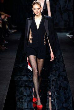 bf7a3658888679 Diane von Furstenberg Fall 2015 Ready-to-Wear Fashion Show - Sanne Vloet