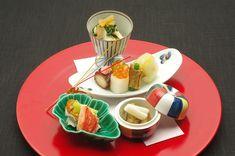 素材の持つ味わいを大切にしながら、伝統的な懐石料理をベースに 手間ひまをかけてさらに美味さを引き出す日本料理。 美しい皿に繊細に盛り…