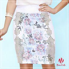 Os detalhes fazem toda a diferença, pensando nisso a Base Café preparou essa linda saia que traz duas lindas tendências, o floral combinado a aplicação de tachas!
