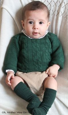 Tutorial y patrones gratis Jersey de ochos para bebé Little Boy Fashion, Baby Boy Fashion, Kids Fashion, Knitting For Kids, Baby Knitting Patterns, Baby Boy Outfits, Kids Outfits, Pull Torsadé, Pull Bebe