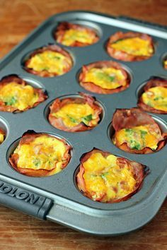 These Ham and Cheese Egg Cups are the easy, healthy low carb breakfast recipe you need! Just 82 calories or 2 Weight Watchers SmartPoints.