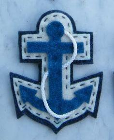anchor felt brooch