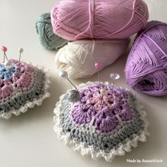 Crocheted-pincushions-made-by-BautaWitch Free pattern in Swedish and English, or use your translator.