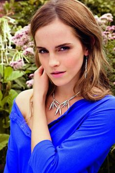 This is one of my Faves. British Actresses, English Actresses, Hollywood Actresses, Idol, Alex Watson, Ema Watson, Emma Watson Style, Emma Watson Daily, Emma Watson Hot