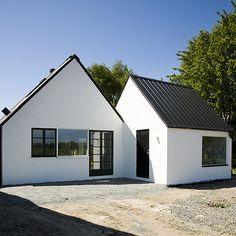 interior life by claudinarelat STUDIO: RE-conversió d'una antiga granja en una casa d'estiu.
