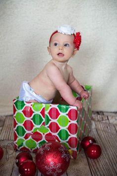 Brent & Kelly's Beautiful Family – Calgary NW Family Photographer | Paisley Photography - Holiday Newborn Photography - Gift box Baby Photos