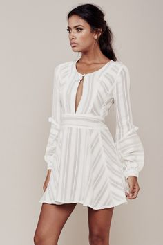 Марка For love and lemons представила 8 идеальных платьев на лето - журнал о моде Hello style