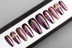 Please make sure that you choose your tips size and form carefully. Choose a 10 Nail set or a Full Set of 20 nails (All Sizes) if unsure of sizing. This design available in sizes any shape & size. The design on the photo made on LONG COFFIN shape. What's in the box? Every set of nails