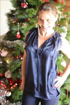 74a3db92bff ... et 1er de l an · Top Anaïs bleu nuit avec dentelle. La touche glamour  de vos fêtes. The LELI