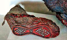 The frozen ground of the Altai Mountains preserved this beautifully detailed Scythian woman's boot for over years. The leather boot was decorated with textile,tin (or pewter), pyrite crystals, gold foil and glass beads. Altai Mountains, Eurasian Steppe, Schuster, Hermitage Museum, Le Far West, Ancient Artifacts, Historical Artifacts, Ancient Civilizations, Logo Nasa