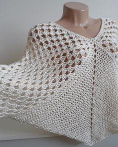 Crochet Cape, Crochet Poncho Patterns, Crochet Square Patterns, Easy Crochet, Crochet Stitches, Knit Crochet, Crochet Shawl, Knitting Yarn Diy, Boho Chic