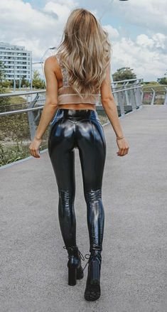 Wet Look Leggings, Shiny Leggings, Leggings Are Not Pants, Women's Leggings, Vinyl Dress, Sexy Latex, Latex Fashion, Hot Pants, Sexy Outfits