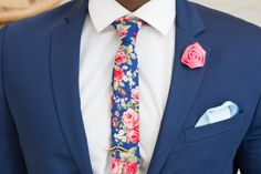 A Few Rules to Help Match Your Shirt, Tie & Pocket Square takes the struggle out of balancing the colour, texture and pattern of a shirt with a tie! Wedding Men, Wedding Suits, Wedding Attire, Polka Dot Wedding, Tie Accessories, Mens Fashion Suits, Fashion Menswear, Tie And Pocket Square, Business Outfits