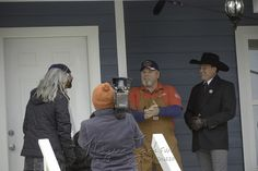 """Randy Martin """"The Lone Wolf"""" and Myers Jackson auctioneer meet potential buyers for the upcoming #houseauction on reality tv show #texasflipnmove"""