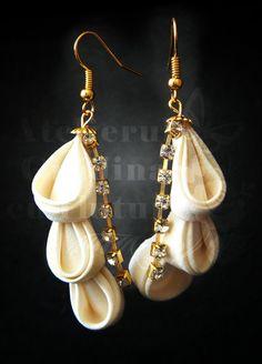 White silk willow flower earrings for brides - Cercei din matase, 4 cm, sub forma de floare de salcie, cu frunze din cristale si elemente aurii | Atelierul Grădina cu fluturi