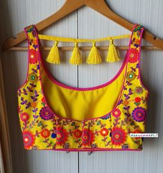 New Saree Blouse Designs, Saree Blouse Patterns, Fancy Blouse Designs, Blouse Back Neck Designs, Sari Blouse, Lehenga Designs, Sleeveless Blouse, Corset, Stylish Blouse Design