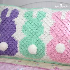 Crochet Bunny Pillow Sham - Repeat Crafter Me Hoppy Day! My bunny project is finished and I turned it into an adorable pillow sham! Such a cute piece of decor for. Holiday Crochet, Crochet Home, Crochet For Kids, Crochet Crafts, Crochet Projects, Crochet Santa, Diy Projects, Crochet C2c Pattern, Crochet Pillow Patterns Free