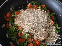 Aprende a preparar quinoa con espárragos con esta rica y fácil receta.  Seguimos desarrollando recetas para vegetarianos y os proponemos esta receta de quinoa con...