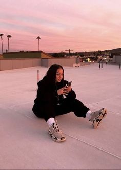 street wear girl, street style girl, street style girl hip hop - Streetwear Fashion about you searching for. Mode Streetwear, Streetwear Fashion, Aesthetic Photo, Aesthetic Clothes, Picture Poses, Photo Poses, Estilo Gangster, Gangster Rap, Looks Hip Hop