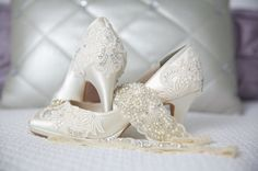 This absolutely gorgeous bridal shoes are an exquisite example of what Pink2Blue offers! They come in ivory or white with a 2 3/4 heel as shown and are also available in five other heel heights as well as your choice of over 250 available colors or I can match your color swatch! PBT-0826A