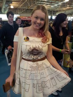 a dress printed with the marauders map from harry potter, so it's harry potter cosplay without dressing like harry potter Harry Potter Cosplay, Harry Potter Outfits, Harry Potter Love, Harry Potter Kleidung, Fandom Fashion, Geek Chic, Look Cool, Cosplay Costumes, Halloween Costumes
