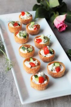 No Bake Treats, Feta, Appetizers For Party, Bruschetta, Finger Foods, Food Inspiration, Tapas, Sushi, Recipies