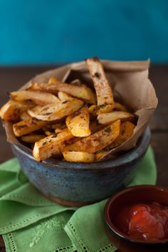 Orange Herb Oven-Baked Rutabaga Fries at Cooking Melangery Swede fries! Burger And Fries, Fries In The Oven, Burgers, Paleo Chips, Vegetarian Recipes, Healthy Recipes, Healthy Fries, Protein Recipes, Fries Recipe