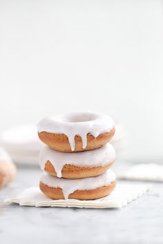 Champagne Glazed Donuts 200 Most Delicious Dessert Photography Page 100 200 Most Delicious Desserts Photography Köstliche Desserts, Delicious Desserts, Dessert Recipes, Food Design, Drink Recipe Book, Baked Donuts, Donuts Donuts, Baking With Kids, Donut Recipes