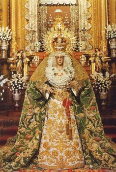 Ntra. Sra. de la Esperanza (La Macarena) Conocida universalmente como la Macarena, la dulzura y belleza de su rostro, expresión verdadera de la Esperanza de los cristianos, la convierten, sin duda, en la gran devoción no sólo de los miembros de esta Hermandad, sino de todos los sevillanos, y en una de las grandes devociones marianas españolas y de toda la cristiandad. Acuden a rezarle diariamente cientos de devotos y recibe continuamente visitas procedentes de todo el mundo.