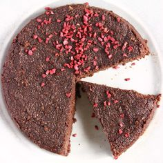 Gluten-Free Vegan Chocolate Torte - soft, gooey, fudgy, SO delicious and a complete dream for lazy bakers! Also refined sugar free.