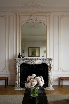 Parisian Apartment, Paris Apartments, Apartment Layout, Studio Apartments, Apartment Interior, Small Apartments, Apartment Living, Christina Cole, Home Living