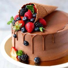 Birthday Cake Decorating, Cake Decorating Tips, Cake Birthday, Chocolate Birthday Cake Decoration, Birthday Parties, Fresh Fruit Cake, Cupcake Cakes, Cupcakes, Sweets Cake