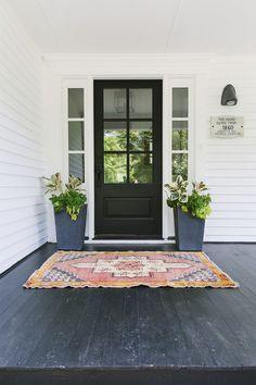 14 Front Door Colors to Boost Your Curb Appeal Front Door Paint Colors, Painted Front Doors, Front Door Design, Glass Front Door, Black Front Doors, Black Exterior Doors, Entrance Doors, Windows And Doors, Door With Window