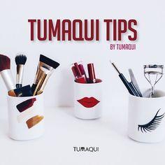 TUMAQUI tips  - El calor hará que tus pestañas se ondulen fácilmente y permanezcan rizadas por más tiempo. Coloca tu pinza frente a una secadora de cabello hasta que se caliente espera a que se enfríe un poco y luego utilízalo como de costumbre. - Tus pestañas lucirán más gruesas y el rímel se fijará mejor. - Para que el arco de Cupido en tus labios sea perfecto la forma más fácil y rápida es pintar una X en el labio superior con un delineador de labios del mismo tono del lápiz labial…