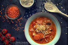 Zupa pomidorowa z soczewica i pęczakiem Polenta, Coleslaw, Chana Masala, Ethnic Recipes, Chili, Food, Diet, Chile, Coleslaw Salad