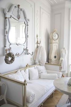 A très chic space fit for a sophisticated maven! #purewhite #furniture #sophisticated