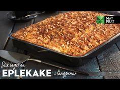 Saftig og god eplekake i langpanne med sukker, kanel og hakkede mandler. Eplekaken er perfekt til dugnad, skoleavslutning eller bursdag. Bytt ut epler med rabarbra til rabarbrakake. Lactose Free, Macaroni And Cheese, Veggies, Cooking Recipes, Dessert, Baking, Healthy, Ethnic Recipes, Food