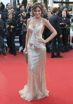 A reinterpretation of the 1920s flapper girl at the Cannes Film Festival 2012. Worn by Ximena Navarrete