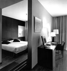 Hotel HUSA Paseo del Arte, room. allende arquitectos. Madrid 2004. Photo by Ana Muller