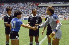 Diego y Piter Schilton. Mexico 86, Soccer Pro, Argentina National Team, Diego Armando, 1980s Childhood, Retro Pictures, International Football, Latest Sports, Soccer