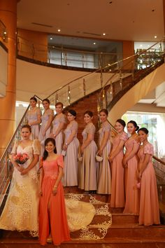 Dress idea with Filipino designs Modern Filipiniana Gown, Filipiniana Wedding Theme, Wedding Gowns, Bridesmaid Flowers, Bridesmaid Dresses, Filipino Wedding, Filipino Fashion, Philippines Fashion, 50th Wedding Anniversary